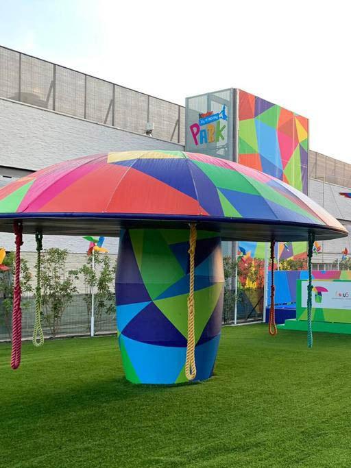 stampa grandi formati per l'allestimento del Kinder Joy of Moving Park a Vicolungo | lavoro realizzato da Fotolito FB